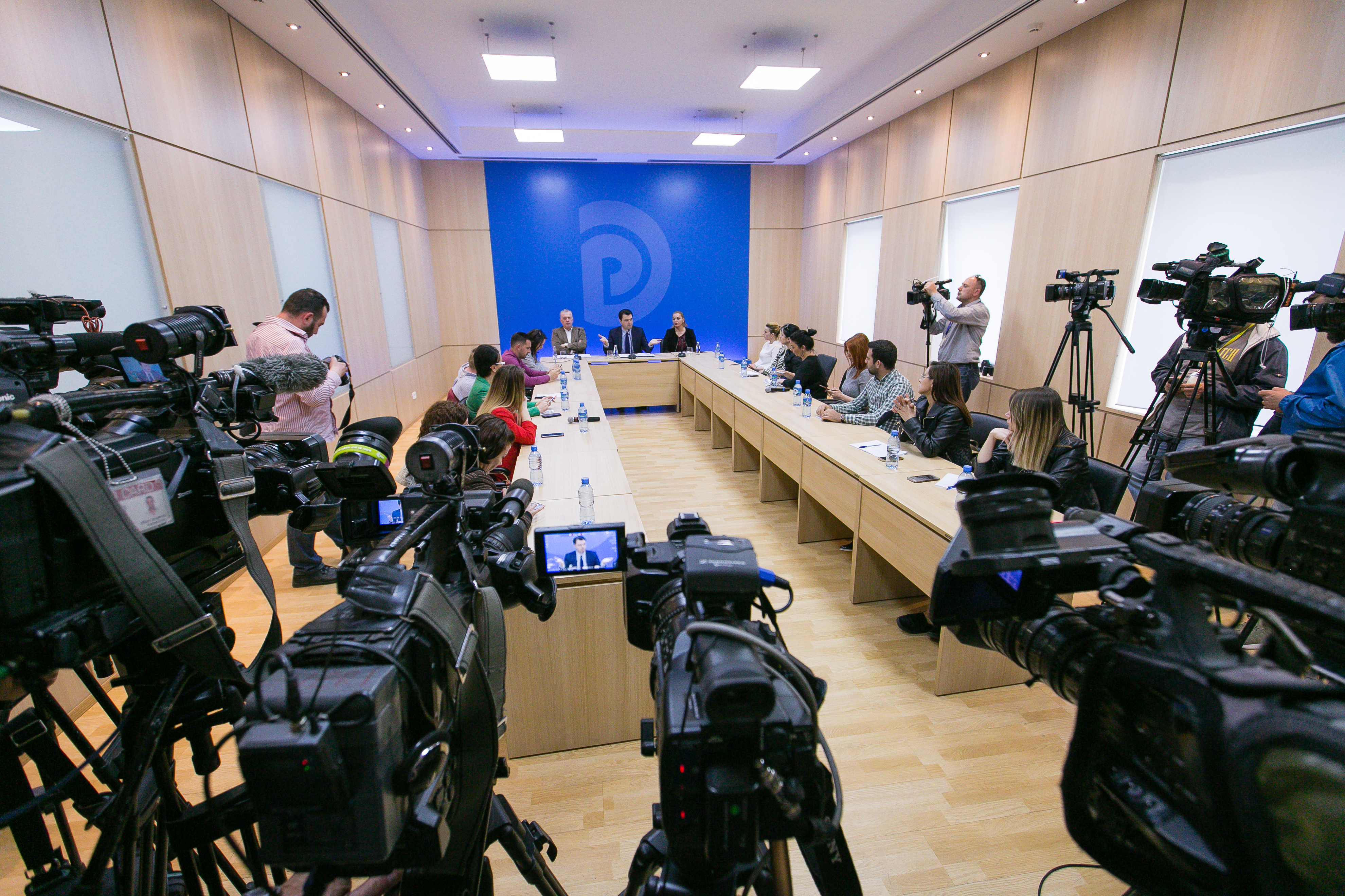PD nuk vesh fanellën e një qeverie që ka zhytur Shqipërinë në krim
