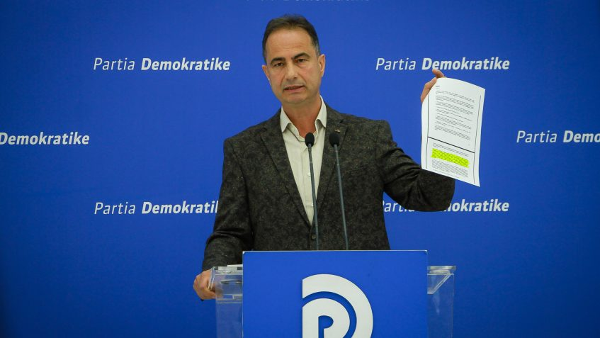Pezullimi i Rektorit të Universitetit të Tiranës dhe komandimi nga qeveria i një rektori tjetër, pa u shprehur më parë Presidenti, janë akte antikushtetuese dhe antiligjore që minojnë autonominë universitare.