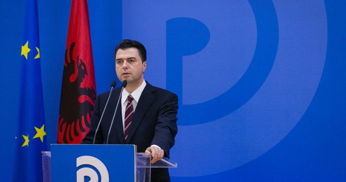 Opposition leader Basha calls upon Albanian citizens : reject violence!