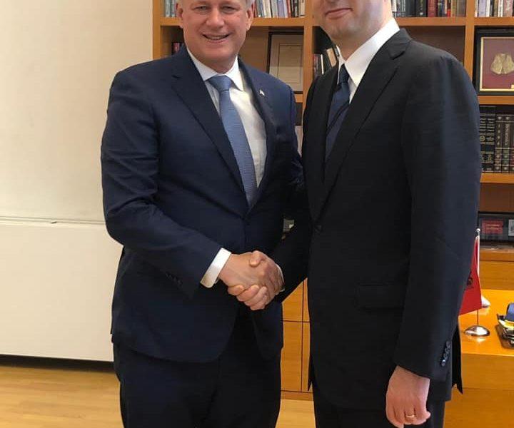 Basha: Nder dhe privilegj të takohem në Tiranë me mikun e çmuarStephen Harper, Presidentin eInternational Democrat Union