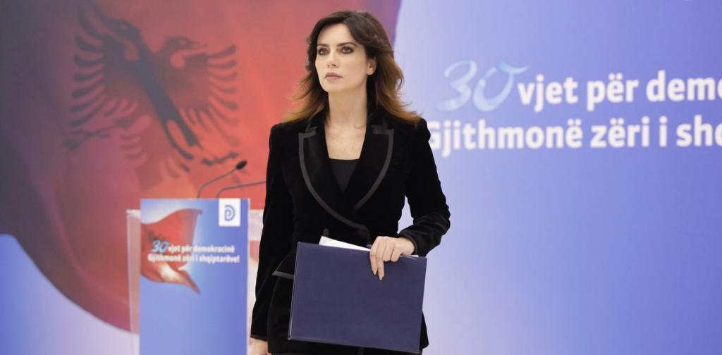 Erion Veliaj në biznesin e mafias italiane me 20% rryshfet. Kjo është qeveria më e keqe dhe më e korruptuar. Ne do të sjellim ndryshimin!