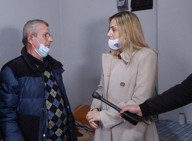 """""""Pensioni nuk më del për asgjë"""". Drama e një pensionisti invalid në Shqipëri, Leonidha Marleka tregon jetesën e vështirë: Me zor e shtyj!"""