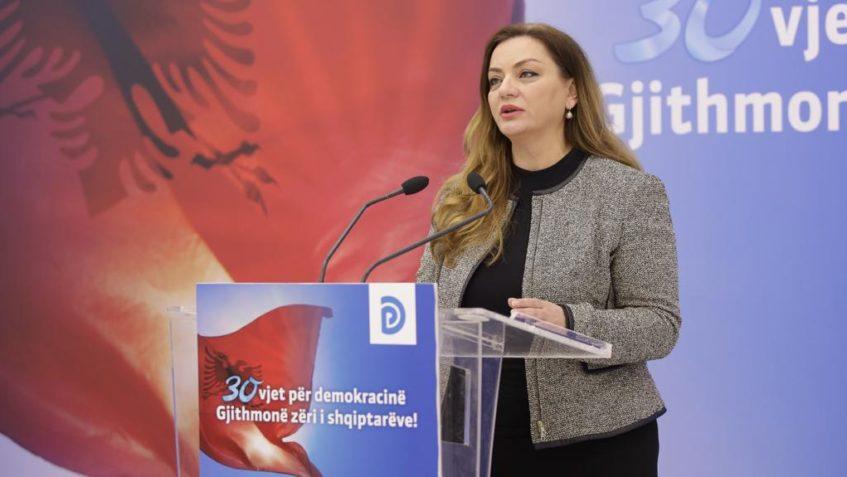 Vokshi: Pagat e mësuesve, në 8 vjet rritja reale vetëm 30 euro