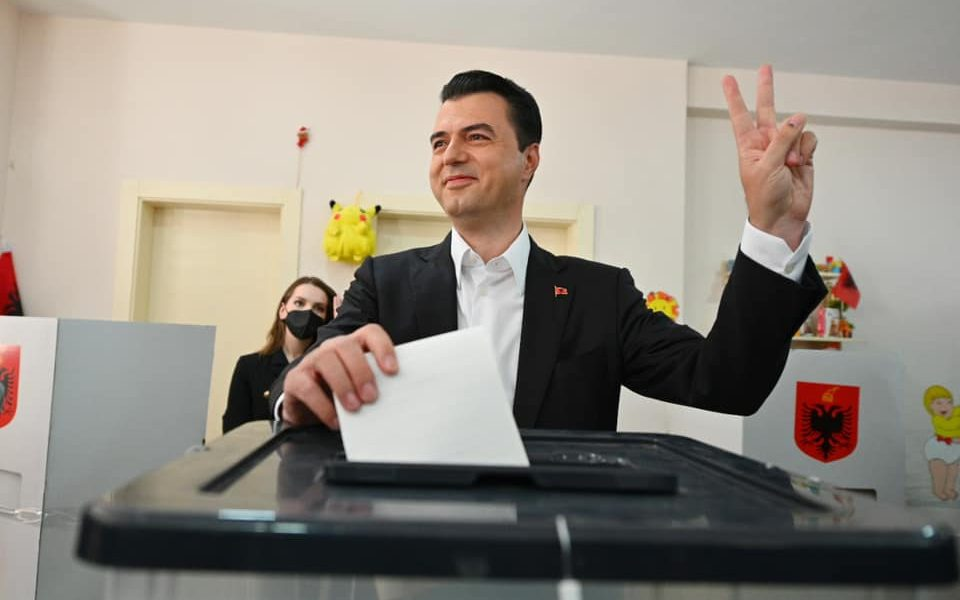 Dilni dhe vendosni me votën tuaj për vendin tonë, fëmijët tanë, të ardhmen tonë.